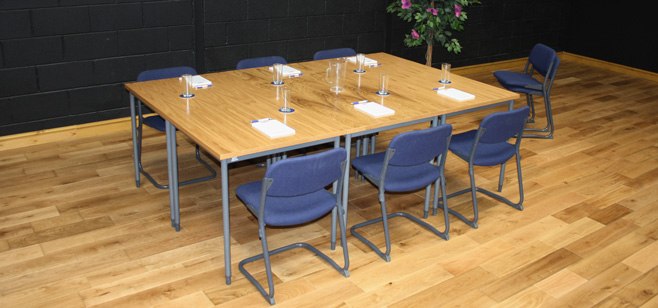 Q-meeting-Dressed-and-showing-6-chairs-oak-veneer-1